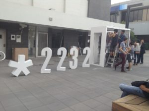 2232_llama_y_denuncia