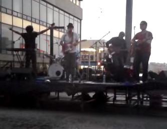David_Aguilar_concierto_bajo_lluvia_chihuahua